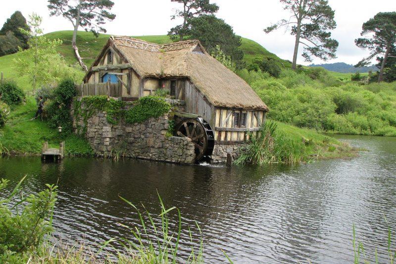 hobbiton-2425544_1920