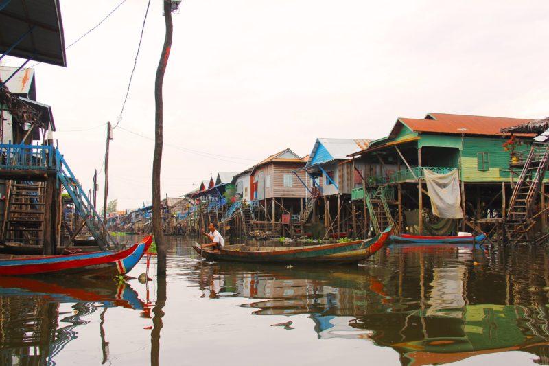 Pływające wioski na jeziorze Tonle Sap