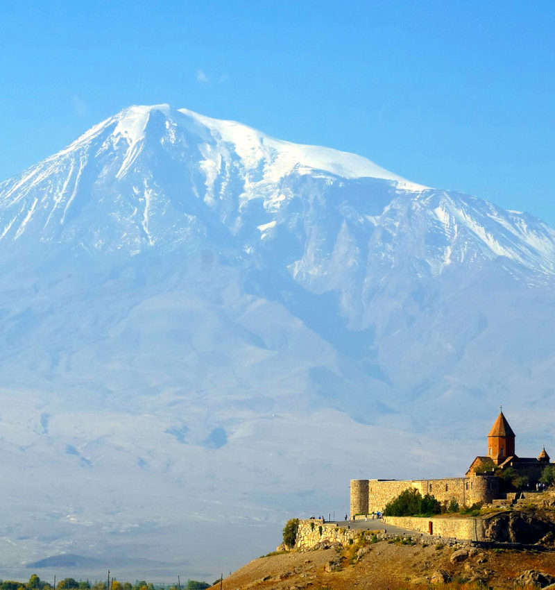 Klasztor Khor Virap z widokiem na Ararat