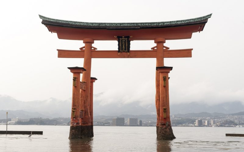 great-torii-of-miyajima-1425480_1920